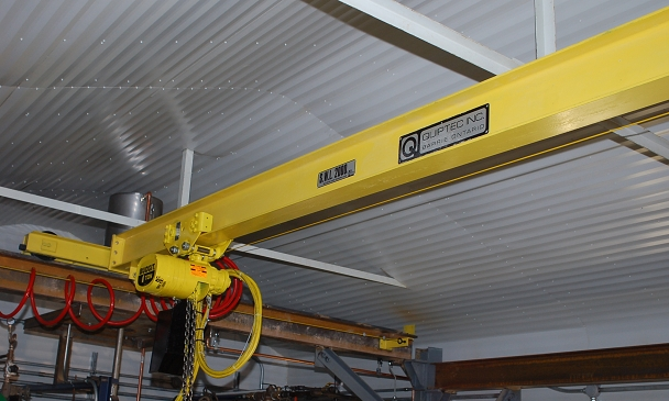 Another view of the pneumatic crane